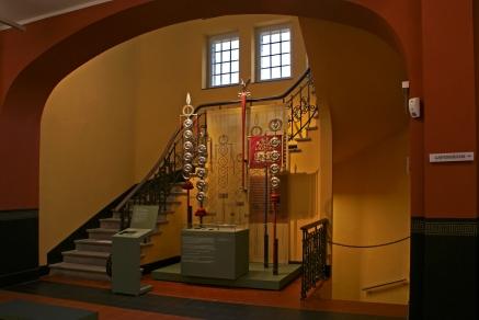 Rekonstruiertes Fahnenheiligtum im EG, © Kantonsarchäologie; Foto: Béla Polyvás